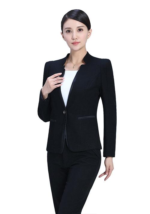 通勤的MM怎么穿黑色一步裙?
